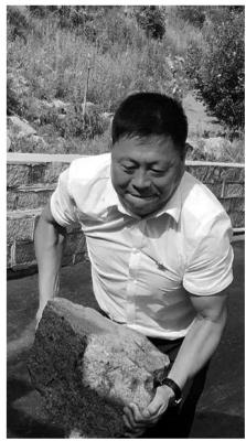 """""""第一书记""""卖葡萄1周卖万余公斤"""