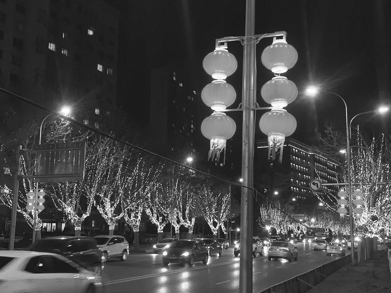 一盏盏红灯笼既有年味儿,又是对传统文化的传承。半岛晨报、39度视频首席摄影记者