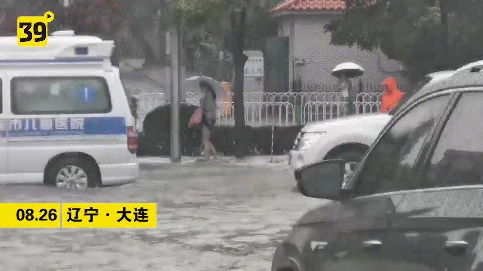 台风巴威来袭 大连交警全部上岗应对暴雨恶劣天气
